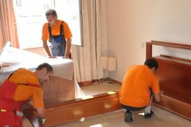gruzchiki krovaty1 272x182 - Вывоз кровати на утилизацию