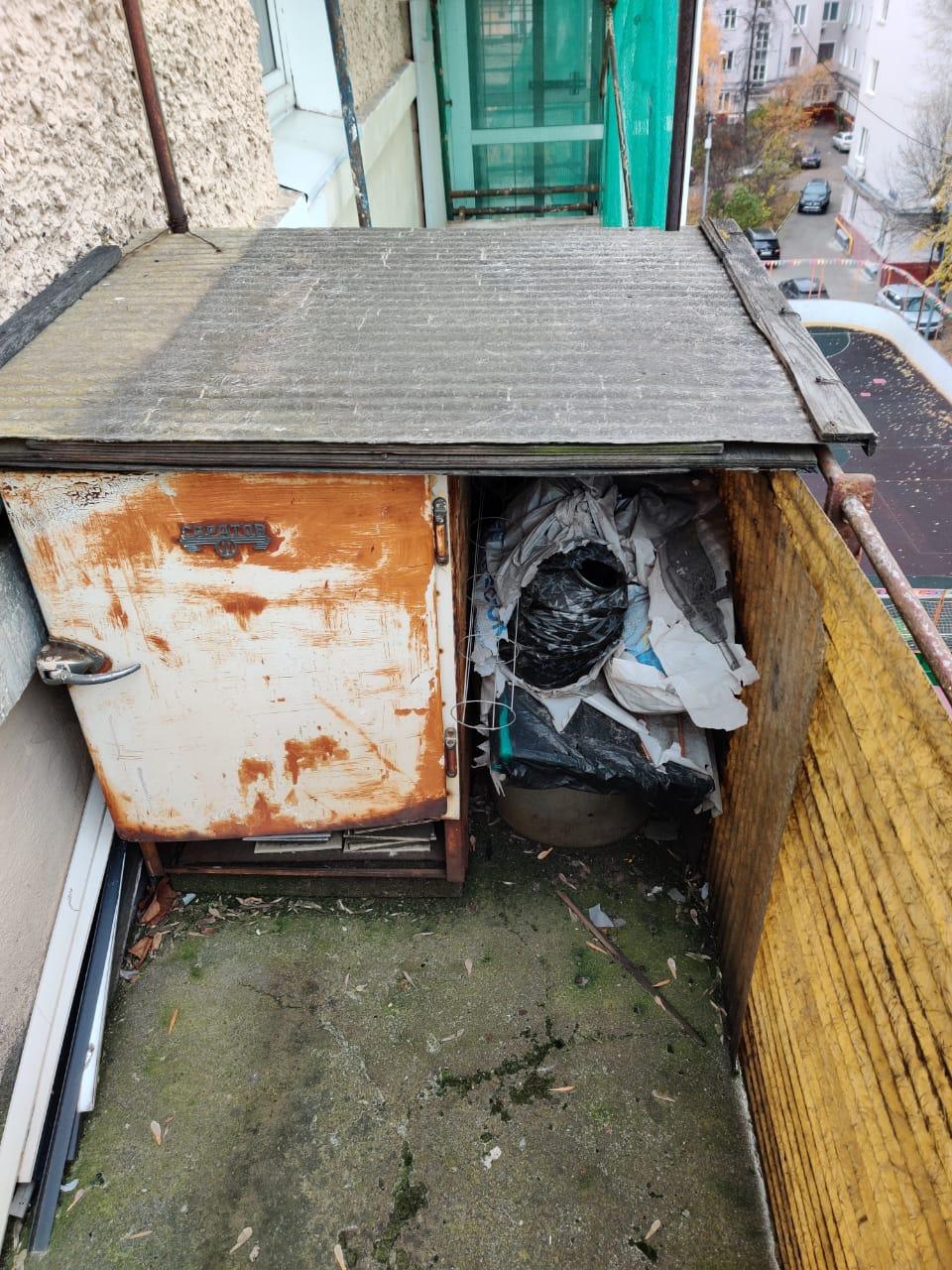 Вывоз мебели с балкона